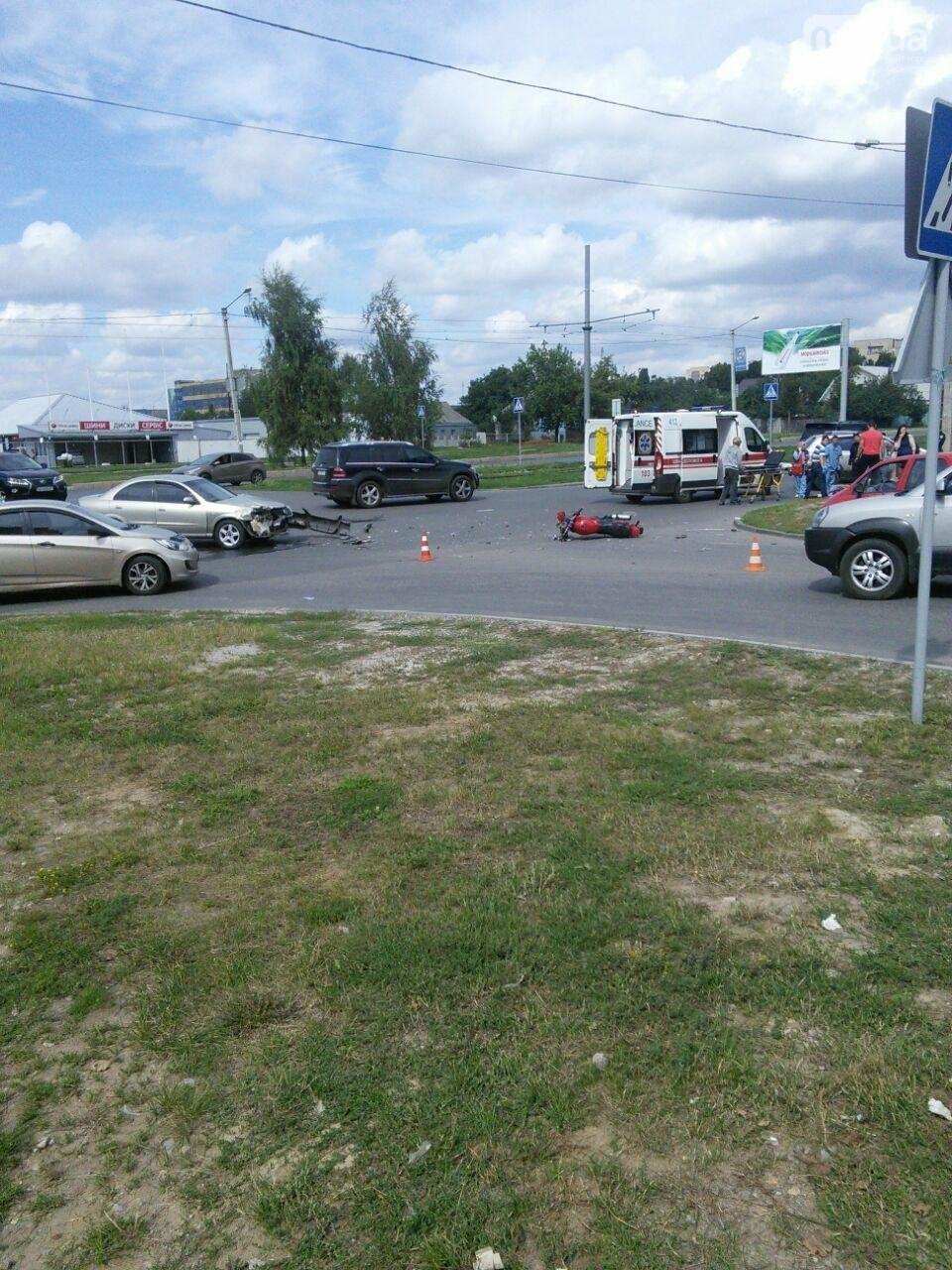 "На Алексеевке ""Nissan"" сбил мотоциклистку. Девушка в больнице (ФОТО), фото-2"