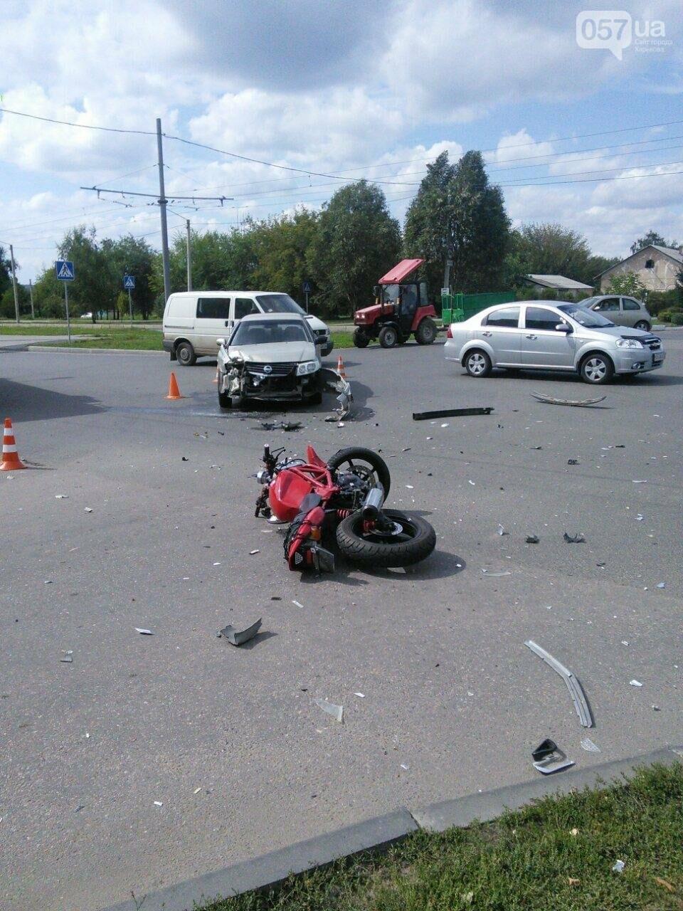 "На Алексеевке ""Nissan"" сбил мотоциклистку. Девушка в больнице (ФОТО), фото-1"