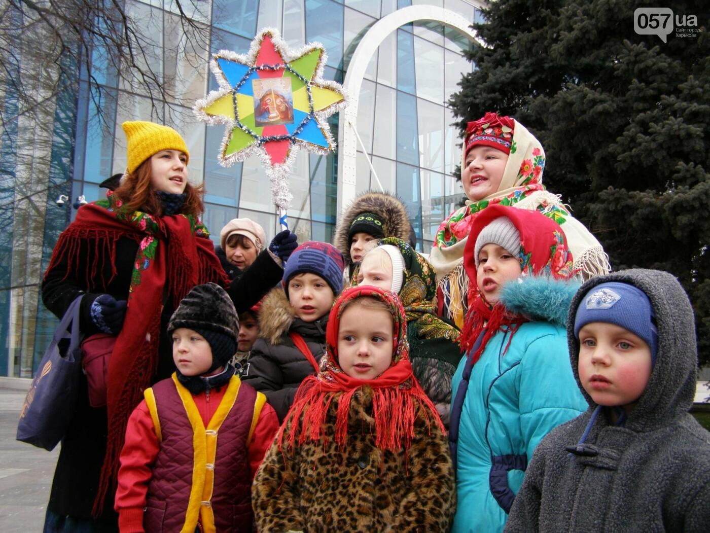 Харьков заполонили ангелы, козы и черти: в городе прошел масштабный фестиваль вертепов (ФОТО), фото-1