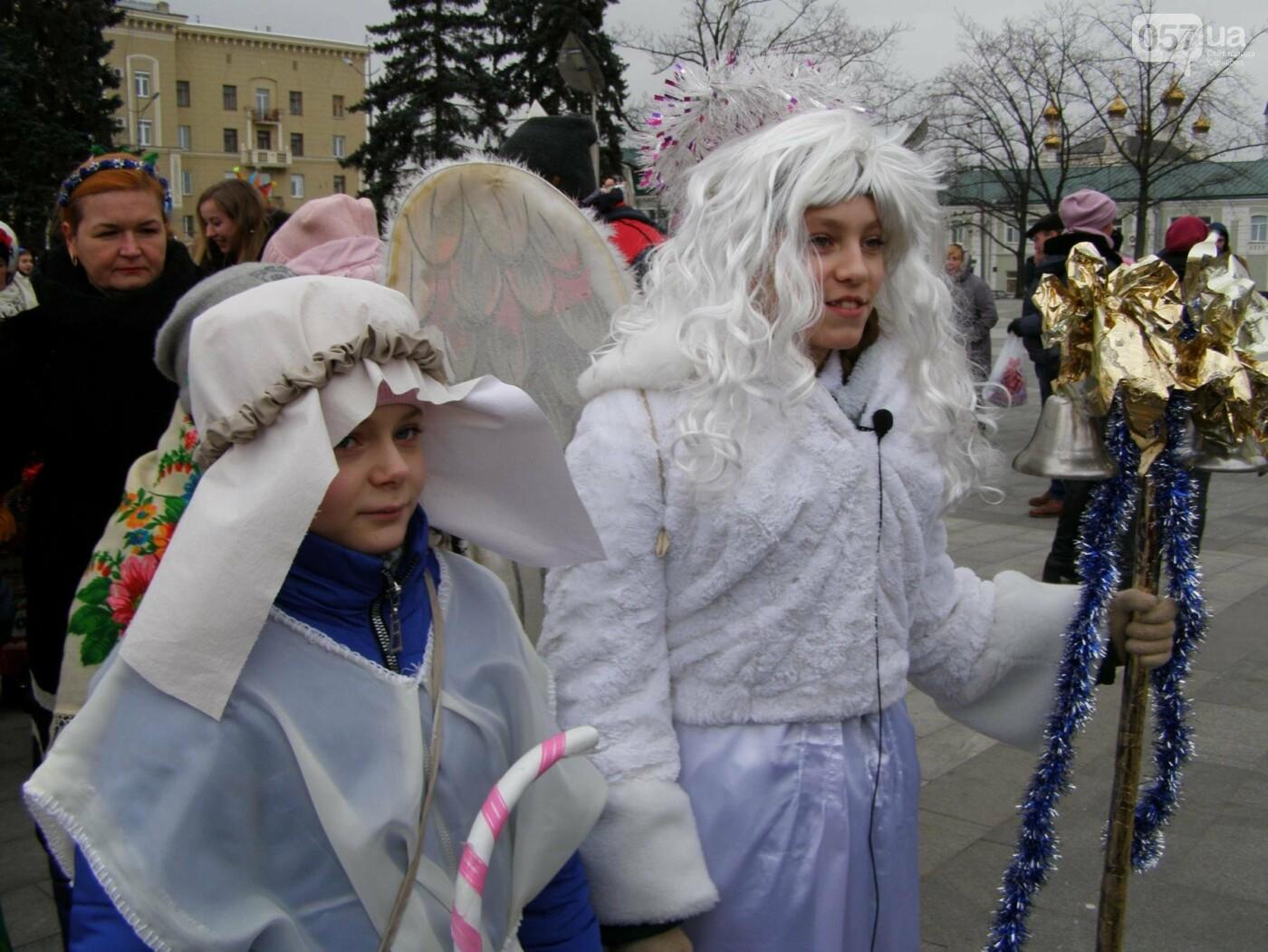 Харьков заполонили ангелы, козы и черти: в городе прошел масштабный фестиваль вертепов (ФОТО), фото-6