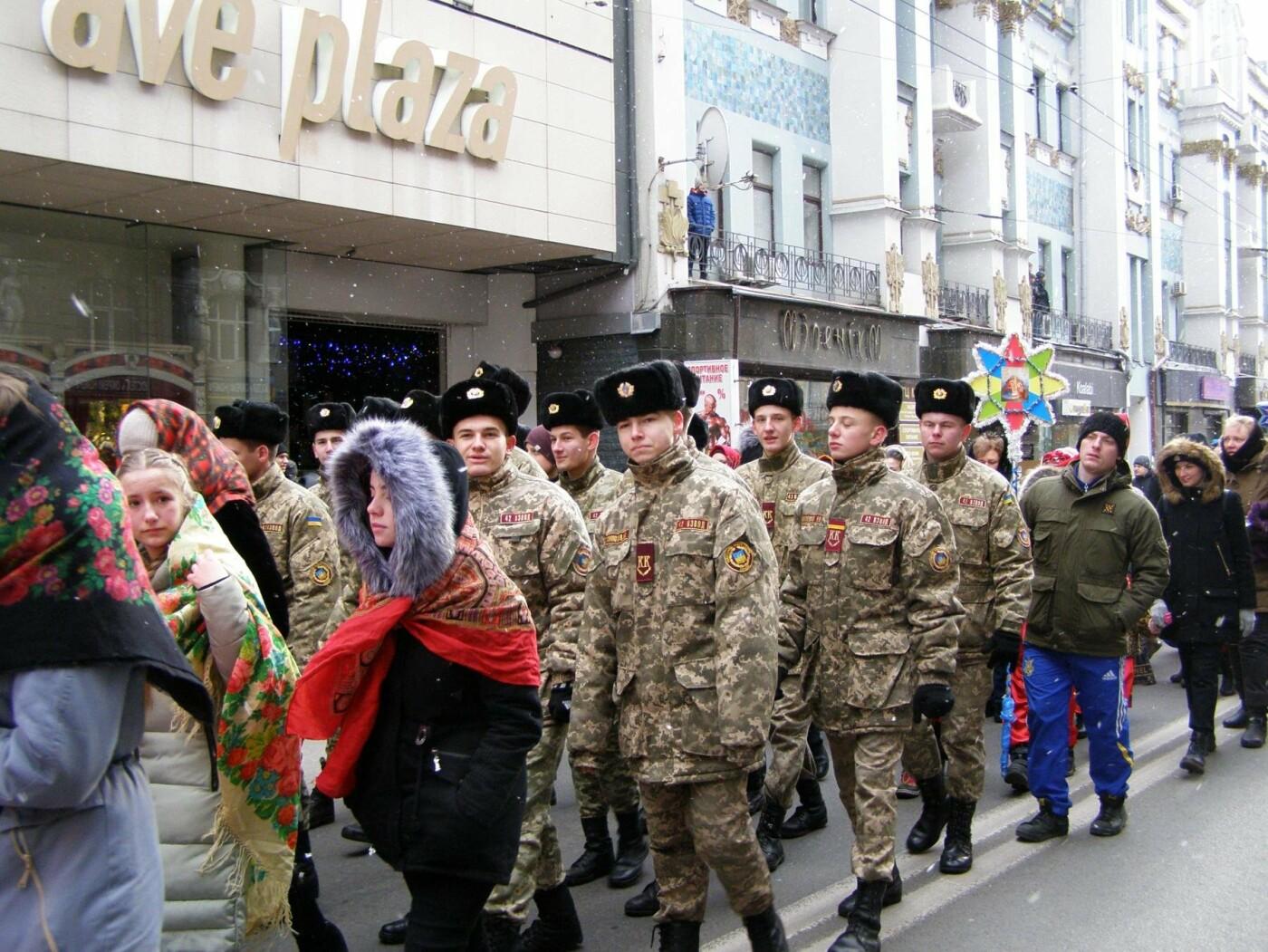 Харьков заполонили ангелы, козы и черти: в городе прошел масштабный фестиваль вертепов (ФОТО), фото-7