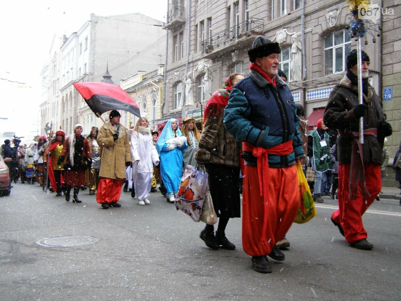 Харьков заполонили ангелы, козы и черти: в городе прошел масштабный фестиваль вертепов (ФОТО), фото-16