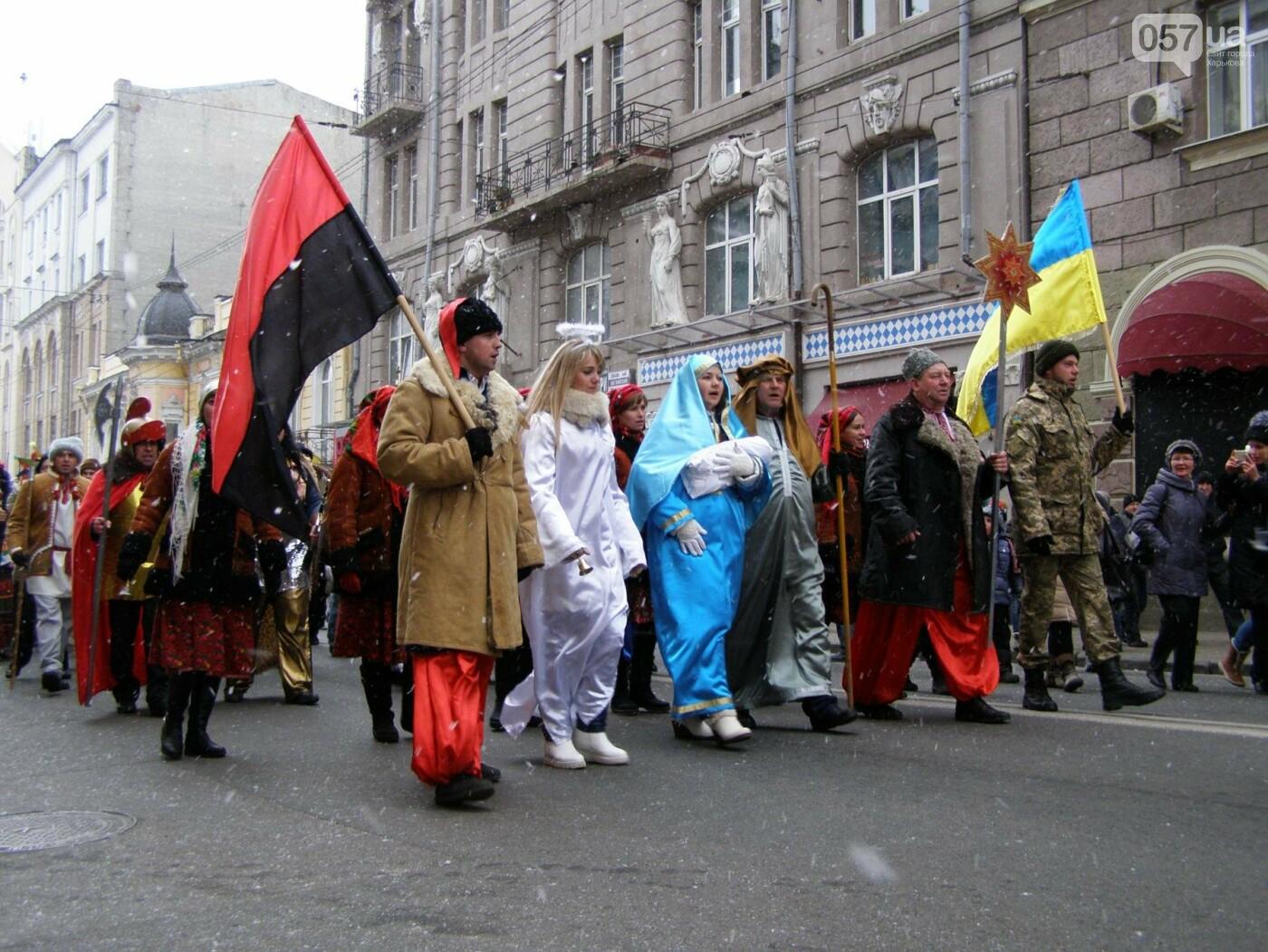 Харьков заполонили ангелы, козы и черти: в городе прошел масштабный фестиваль вертепов (ФОТО), фото-17