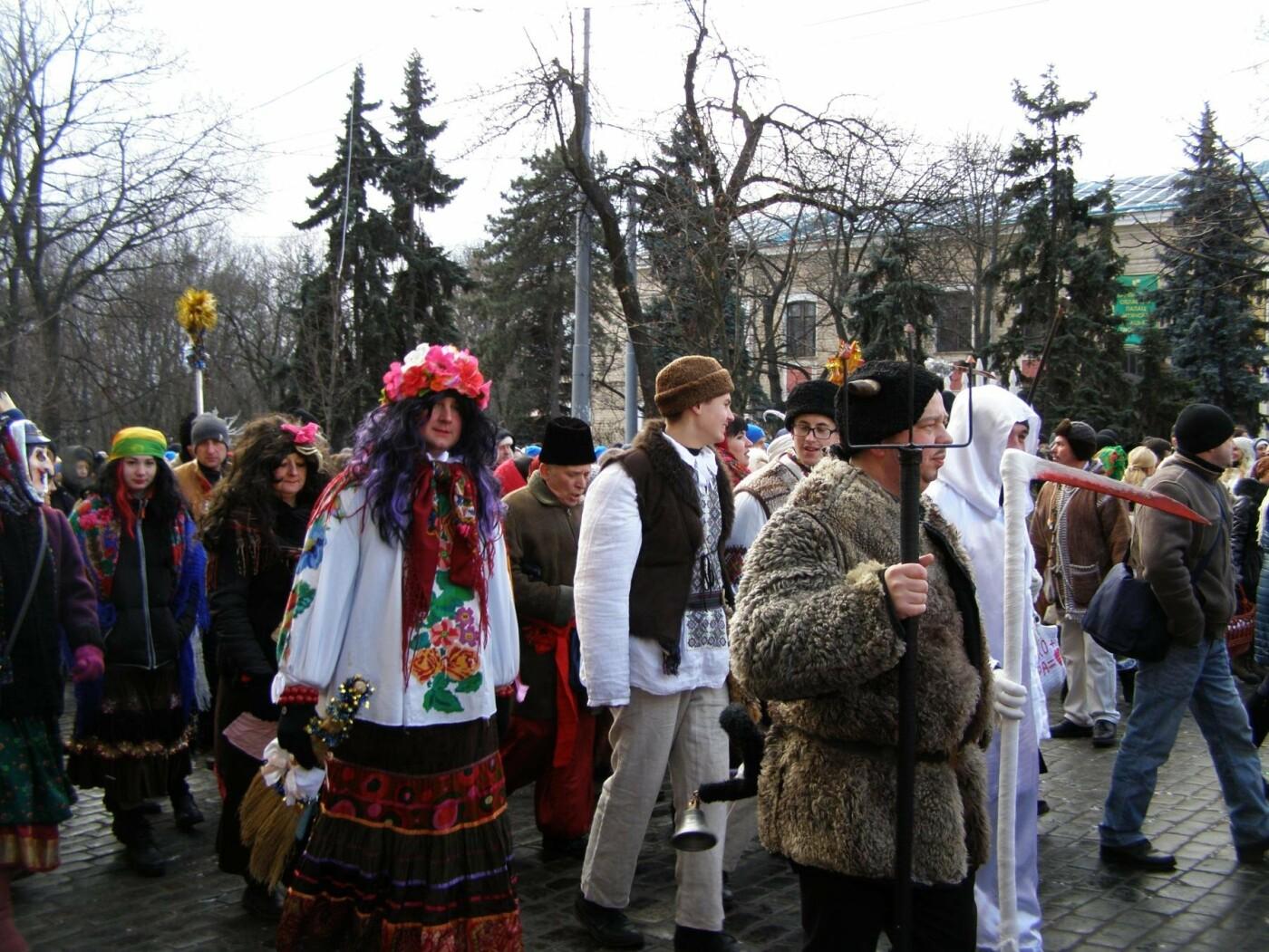 Харьков заполонили ангелы, козы и черти: в городе прошел масштабный фестиваль вертепов (ФОТО), фото-26