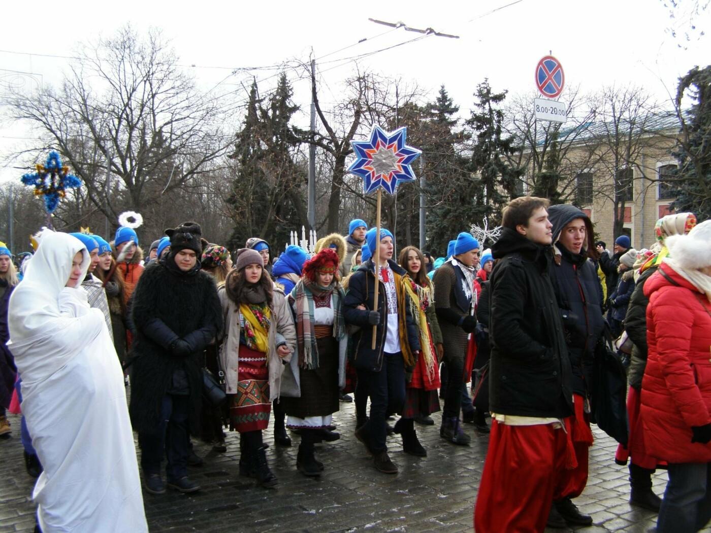 Харьков заполонили ангелы, козы и черти: в городе прошел масштабный фестиваль вертепов (ФОТО), фото-27
