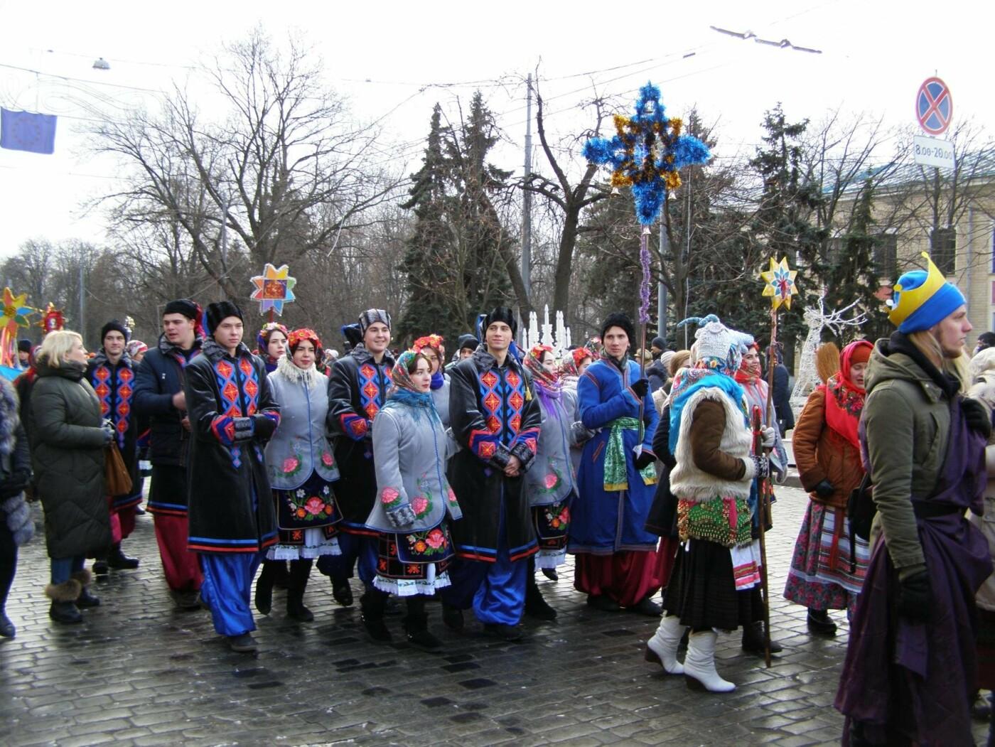 Харьков заполонили ангелы, козы и черти: в городе прошел масштабный фестиваль вертепов (ФОТО), фото-23