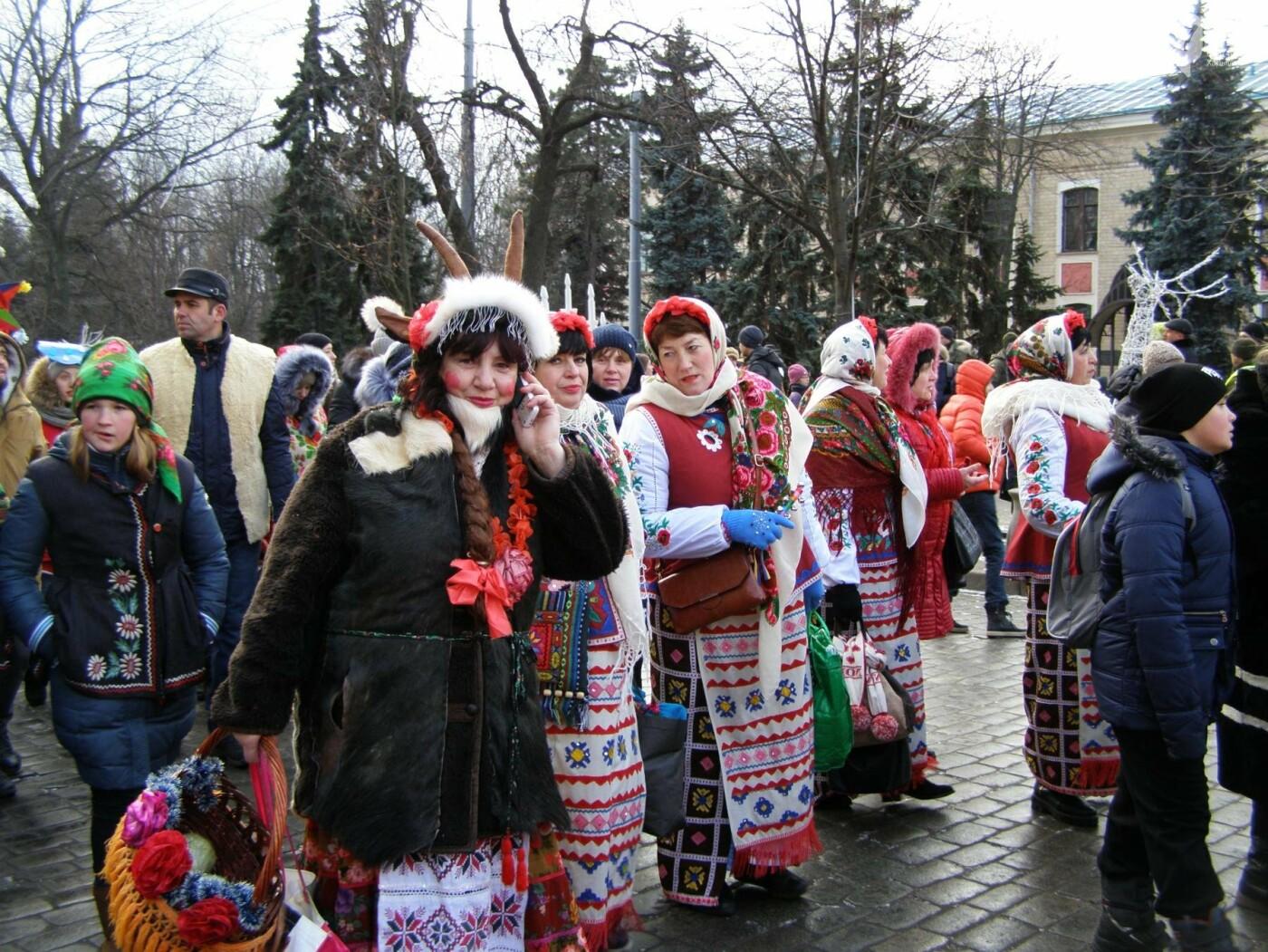 Харьков заполонили ангелы, козы и черти: в городе прошел масштабный фестиваль вертепов (ФОТО), фото-22