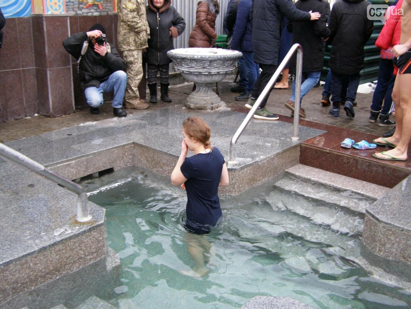 Массовые купания в источнике: как харьковчане отметили Крещение (ФОТО), фото-2