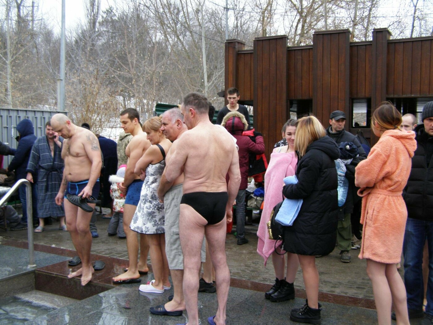 Массовые купания в источнике: как харьковчане отметили Крещение (ФОТО), фото-1
