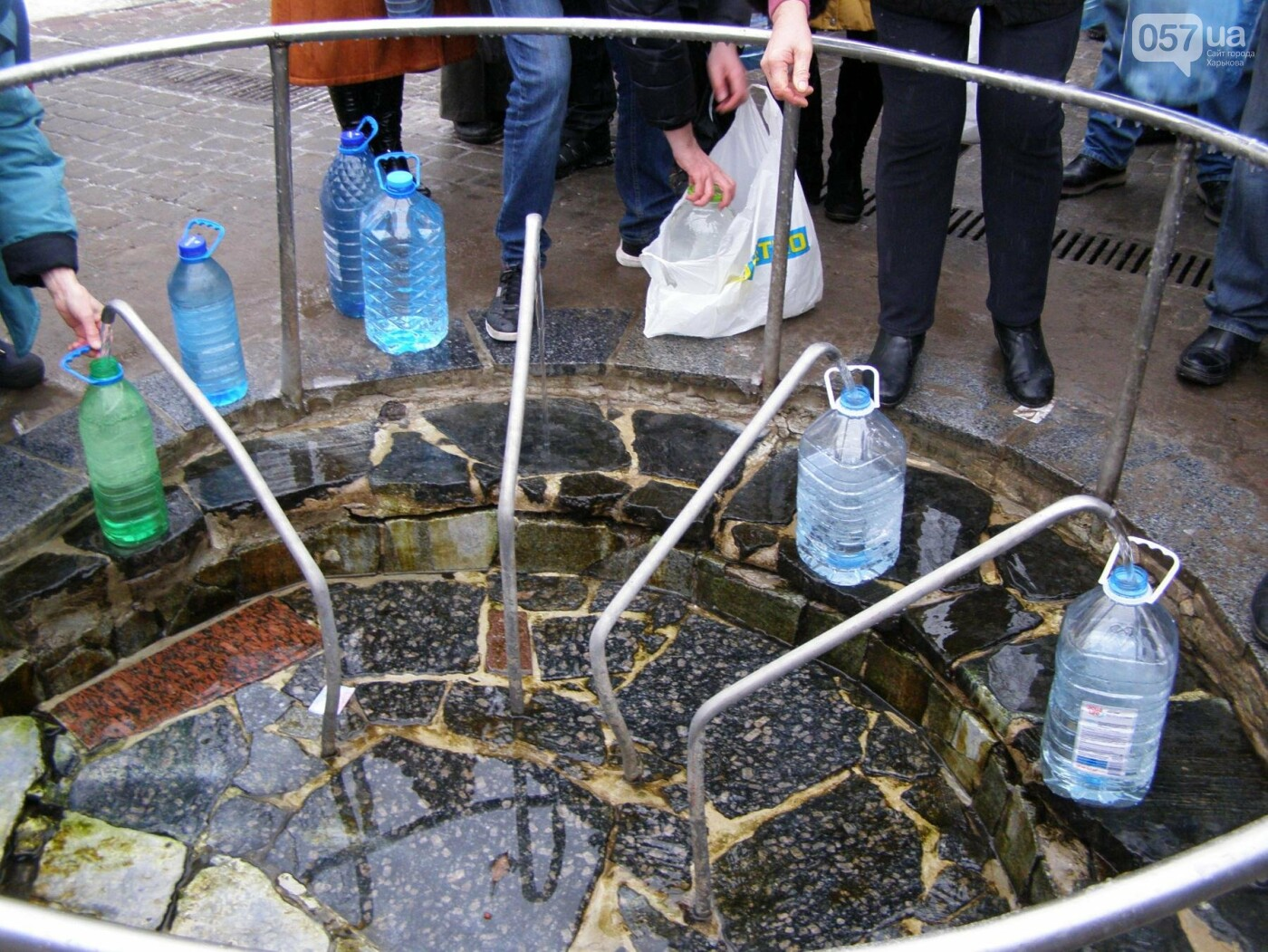 Массовые купания в источнике: как харьковчане отметили Крещение (ФОТО), фото-6