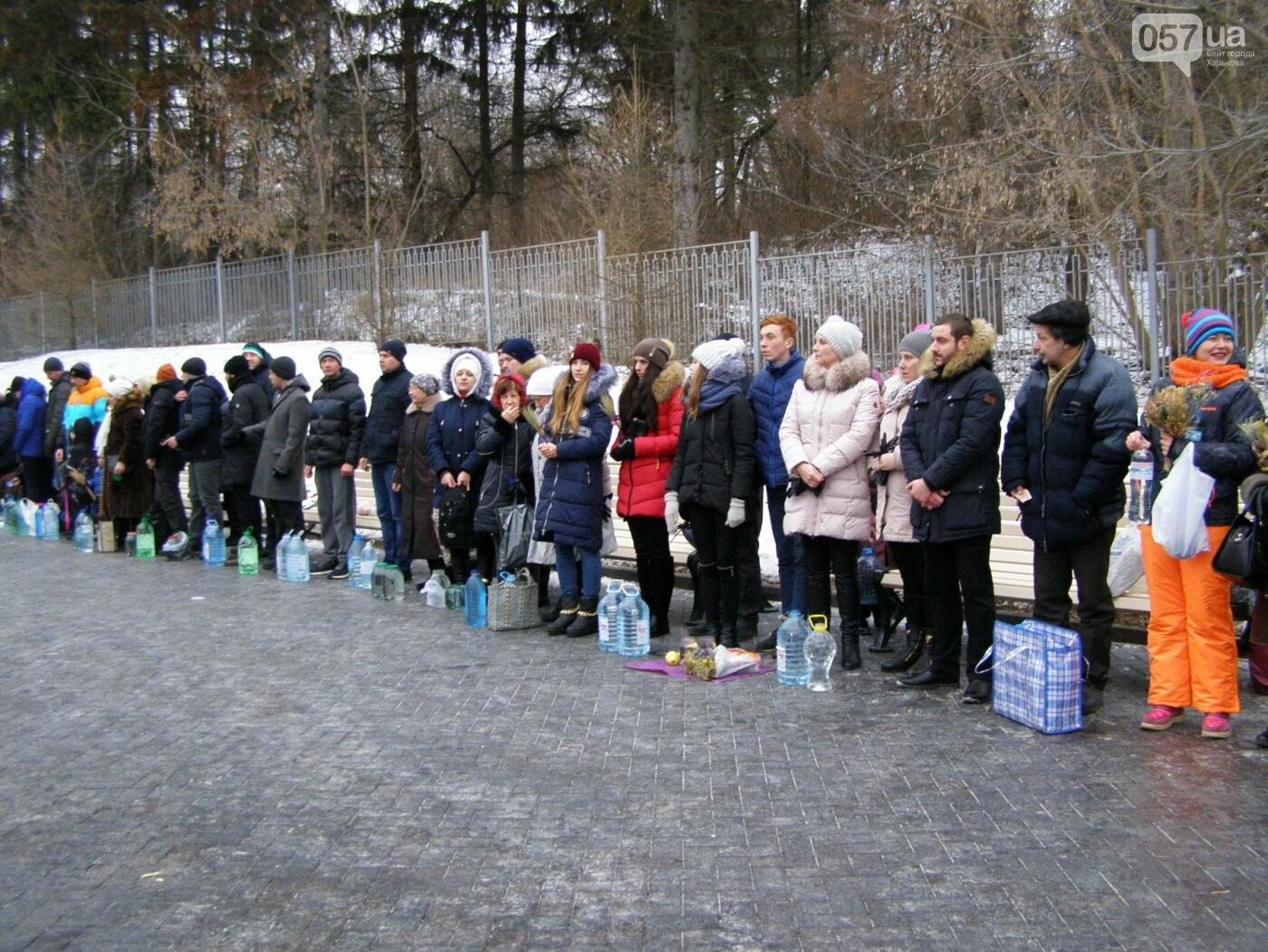 Массовые купания в источнике: как харьковчане отметили Крещение (ФОТО), фото-3