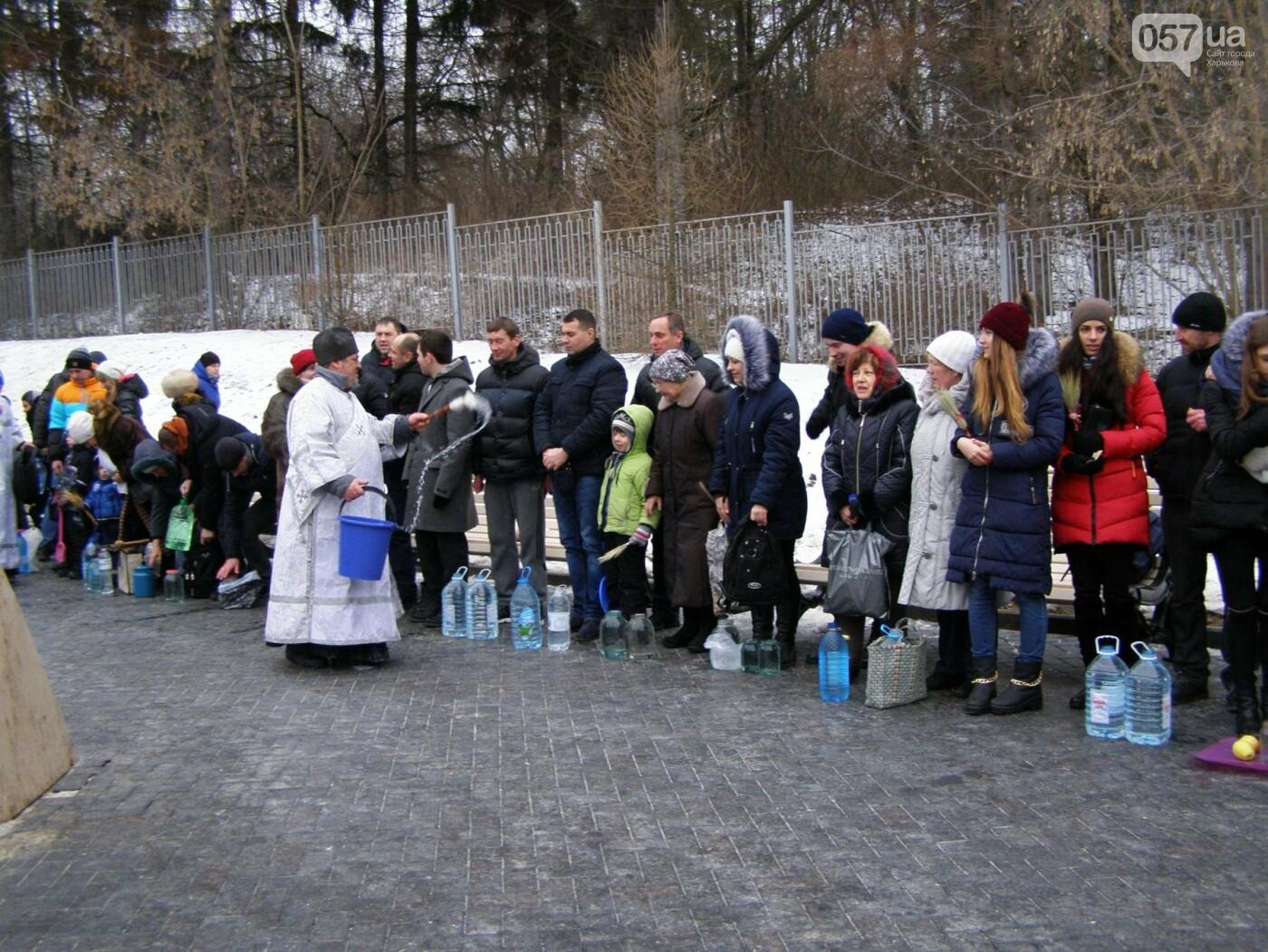 Массовые купания в источнике: как харьковчане отметили Крещение (ФОТО), фото-10