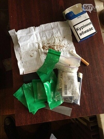 ... каннабис, упаковочную тару, средства для изготовления, фасовки и  употребления наркотиков, а также боевые патроны к огнестрельному оружию. b86dc476aa3