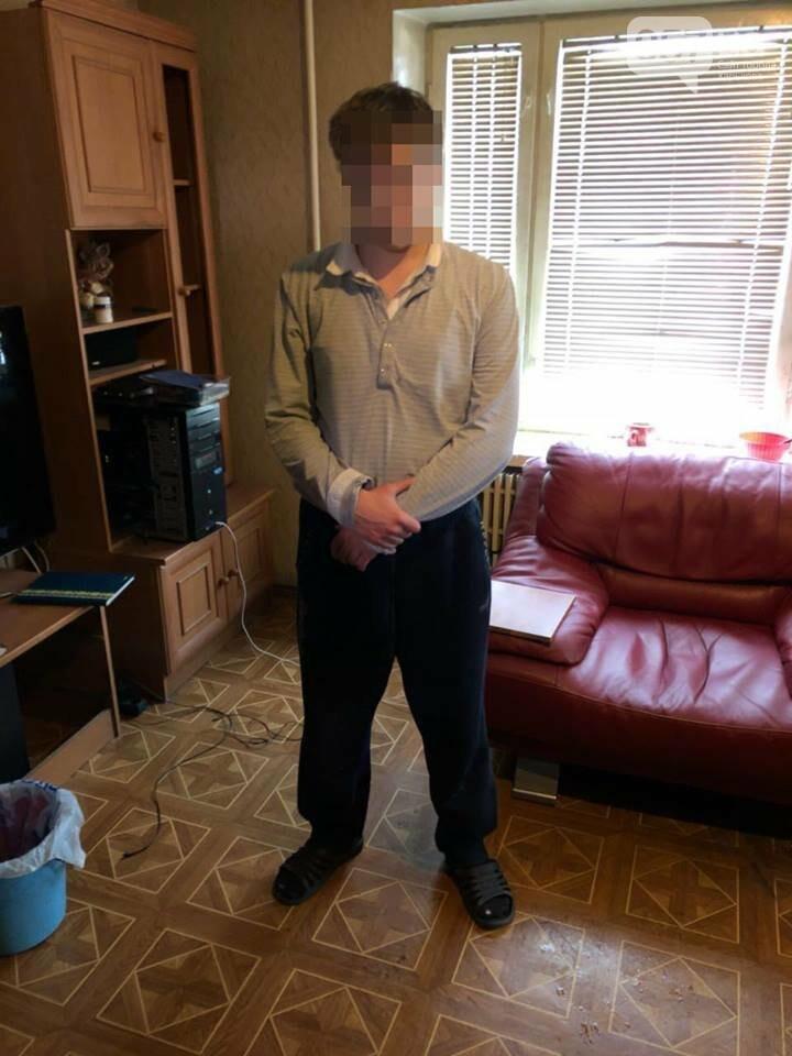 «В своей квартире он изготавливал и фасовал психотропные вещества,  вероятно, амфетамин и марихуану. Готовый «товар» наркоделец распространял  среди ... 488a77be00e
