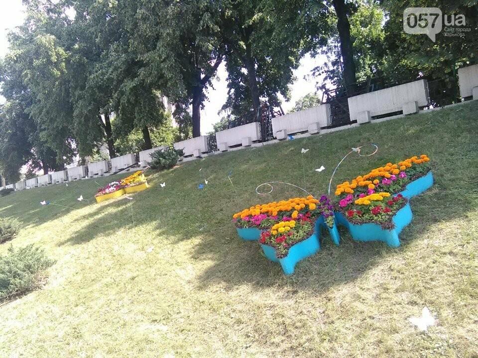 Пчела, бабочки и свадебное платье: в Харькове появились новые зеленые скульптуры, - ФОТО , фото-6