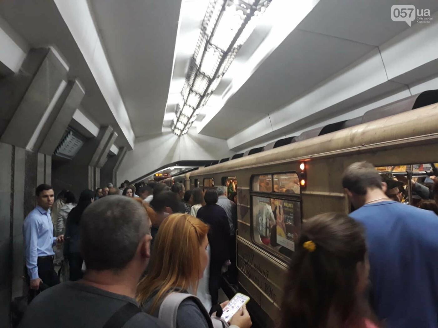 В Харьковском метро - столпотворение. Сломался состав, - ФОТО, фото-2