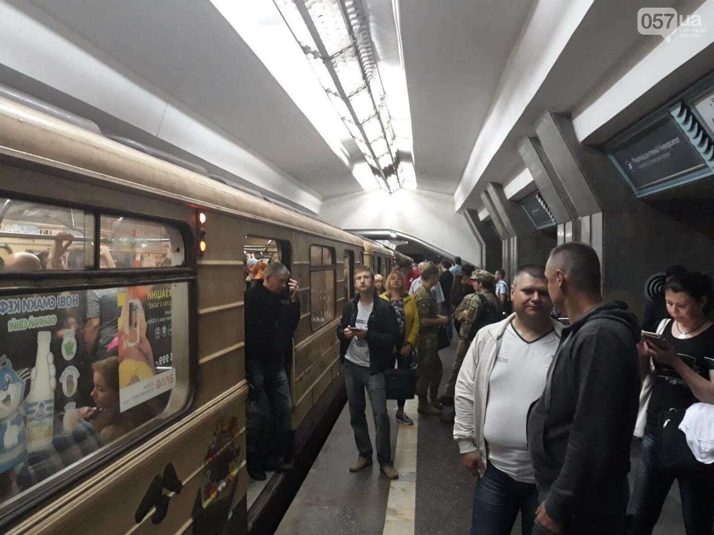 В Харьковском метро - столпотворение. Сломался состав, - ФОТО, фото-1