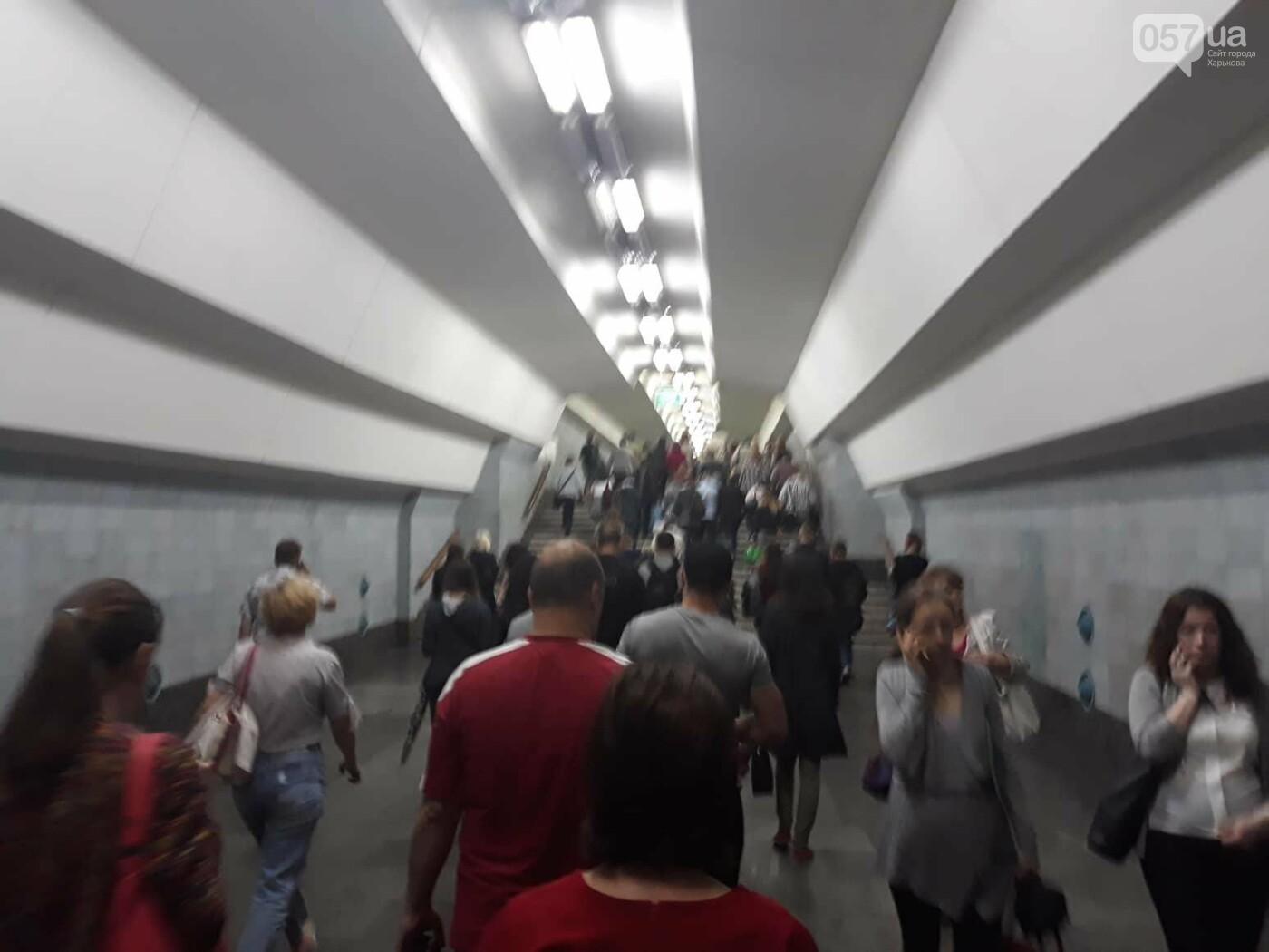 В Харьковском метро - столпотворение. Сломался состав, - ФОТО, фото-3