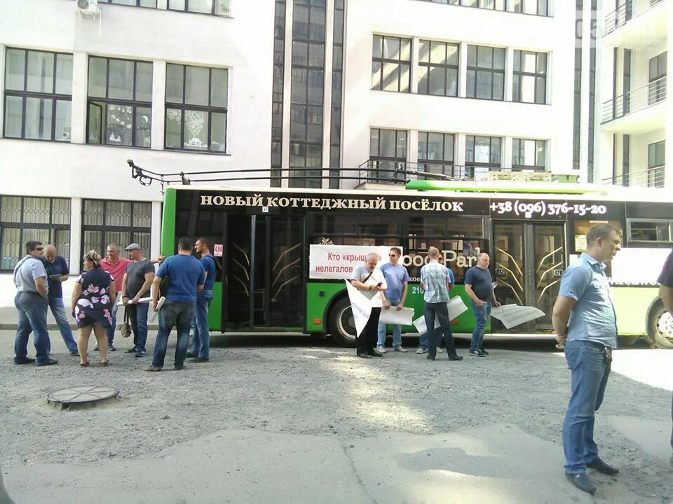 Забастовка в центре Харькова: троллейбусы и трамваи не вышли в рейс, - ФОТО, фото-3