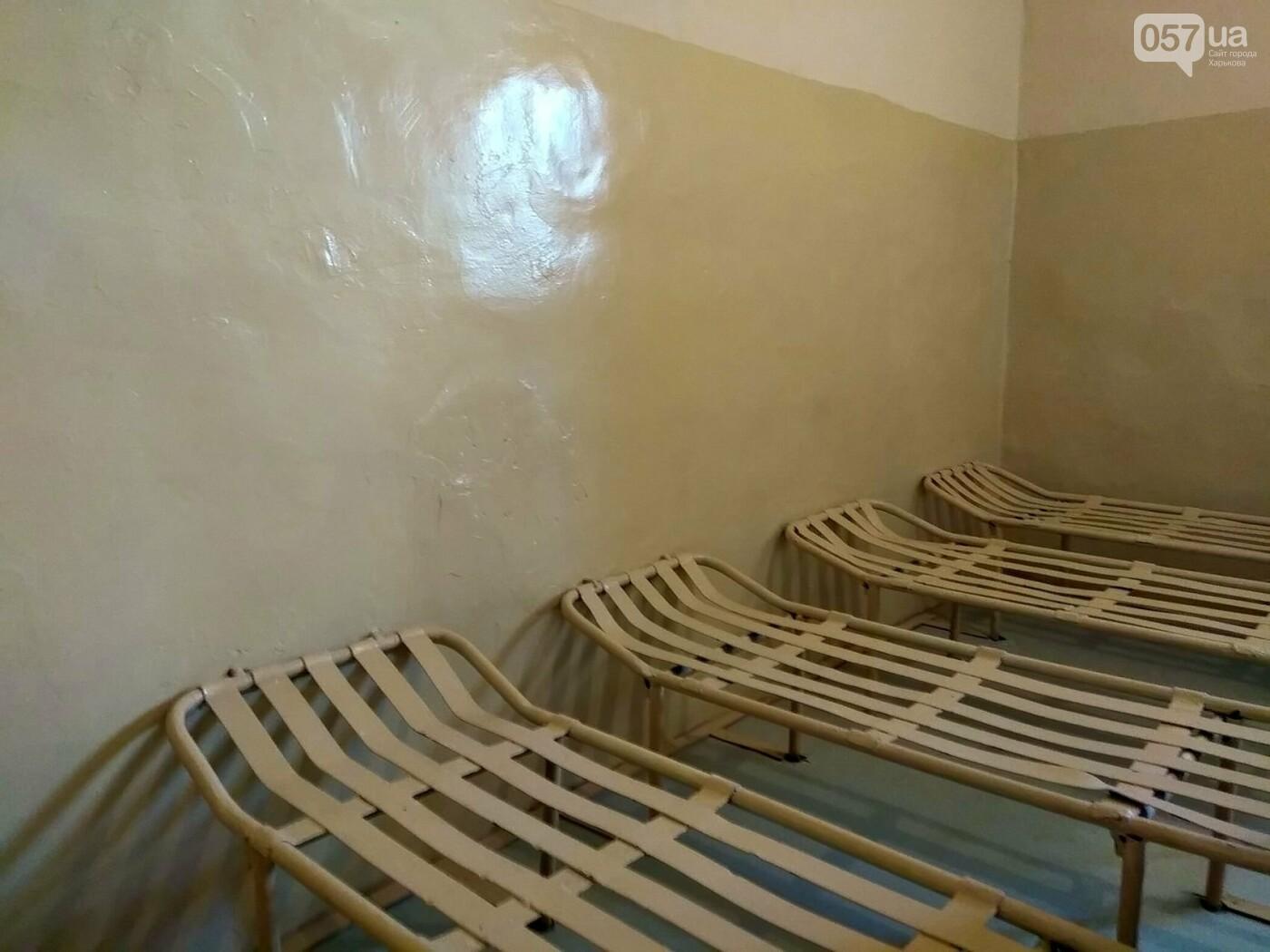 Общий душ, учебные классы и комната отдыха. В каких условиях содержат подростков в Харьковском СИЗО, - ФОТО, фото-2