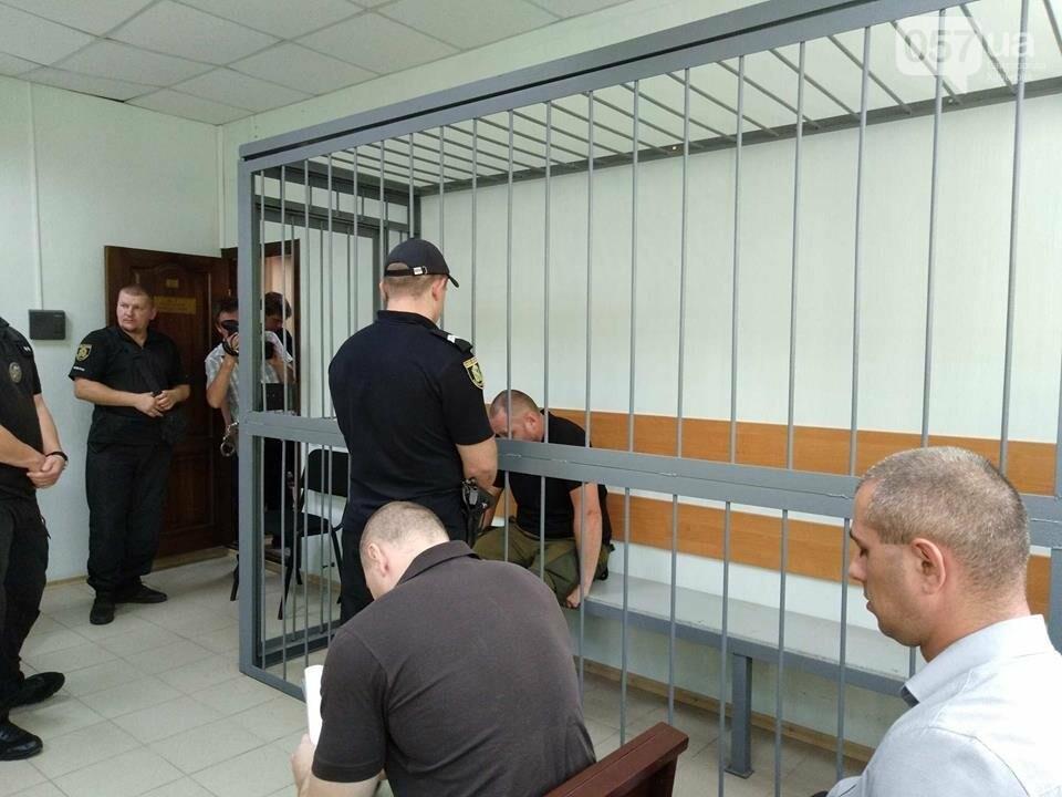 """14:20 - Представители """"Нацкорпуса"""" провоцируют подсудимого."""