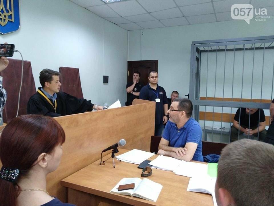 15:13 - Подозреваемый Денешко был привлечен к административной ответственности за вождение транспорта. Судья приобщает документ к материалам дела.