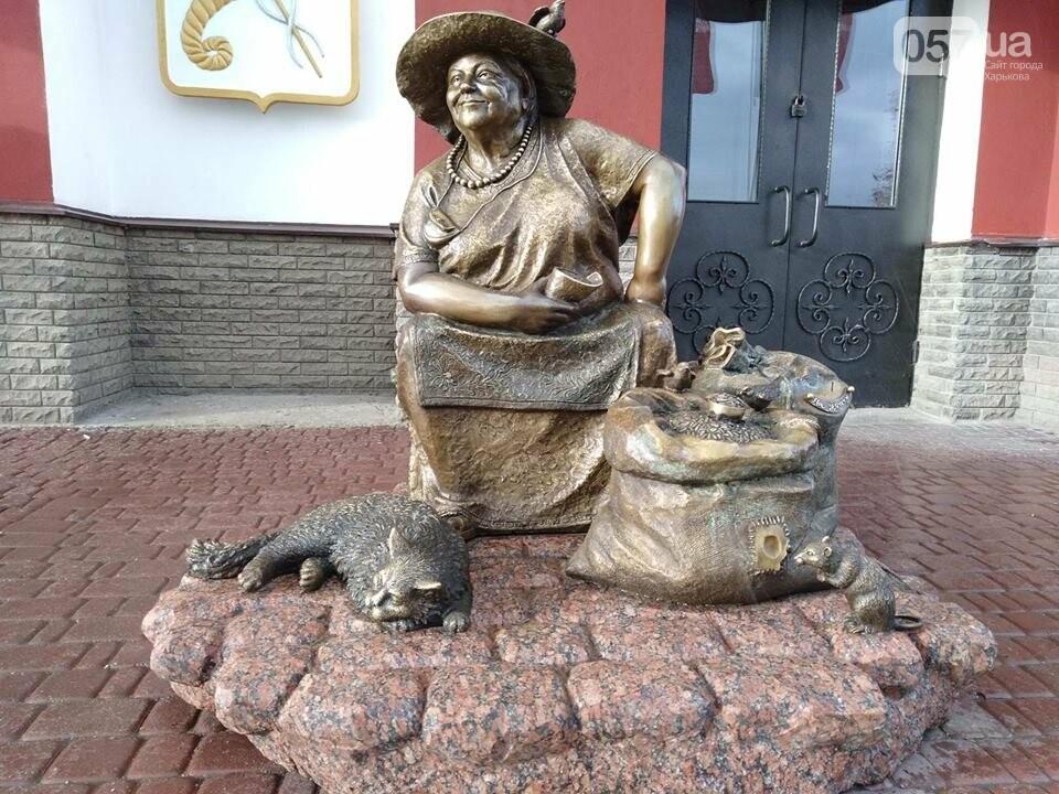 На Центральном рынке появился памятник продавщице семечек, - ФОТО, фото-1