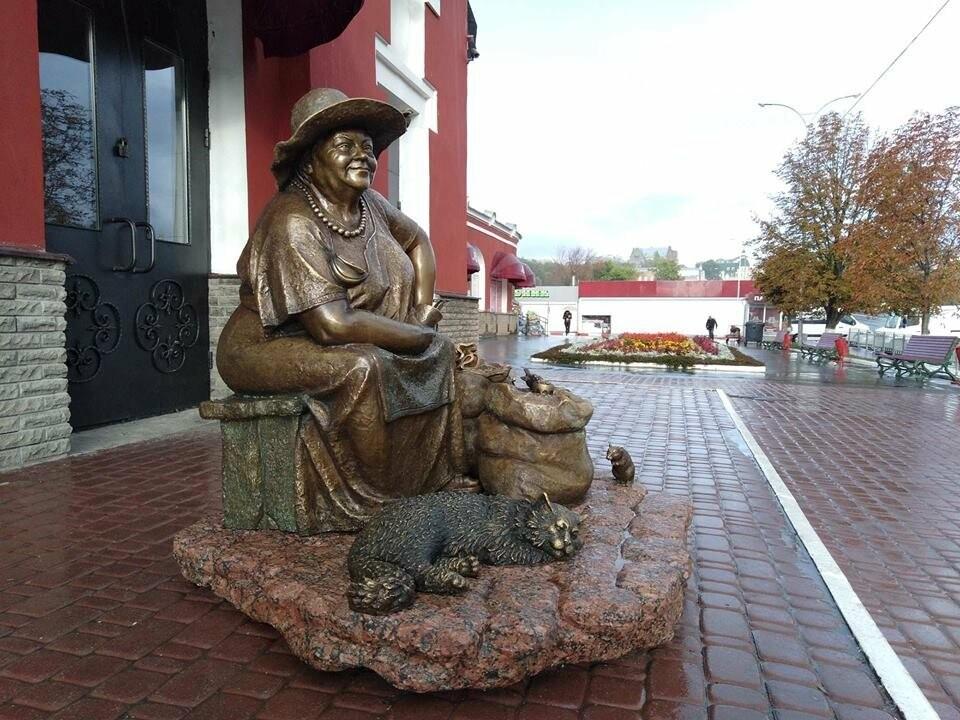 На Центральном рынке появился памятник продавщице семечек, - ФОТО, фото-2