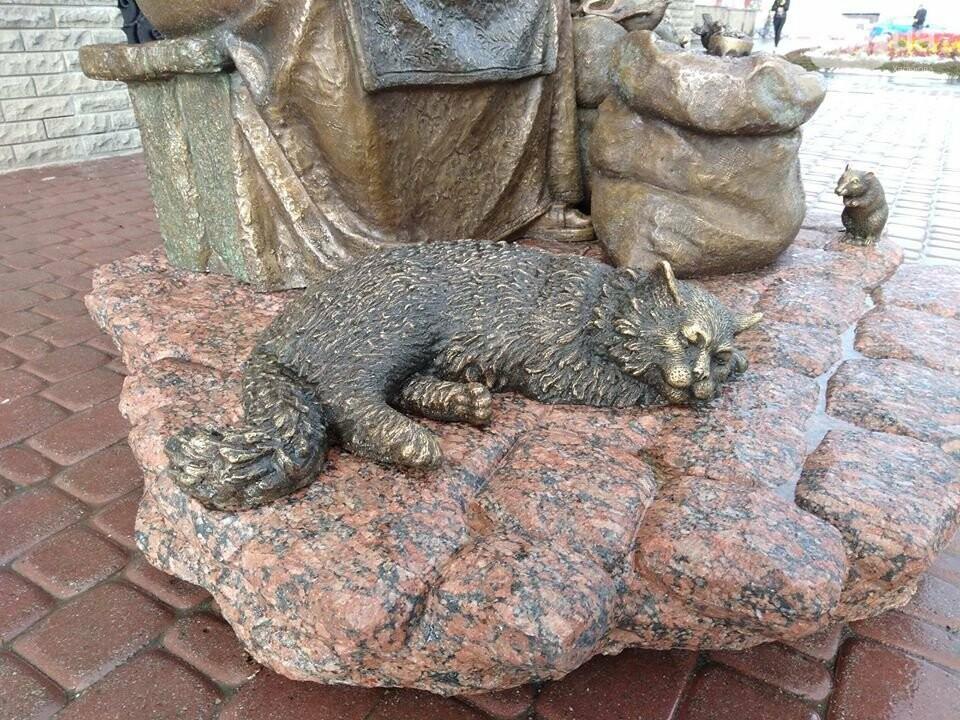 На Центральном рынке появился памятник продавщице семечек, - ФОТО, фото-3
