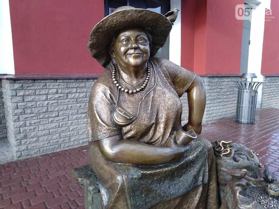 На Центральном рынке появился памятник продавщице семечек, - ФОТО, фото-4