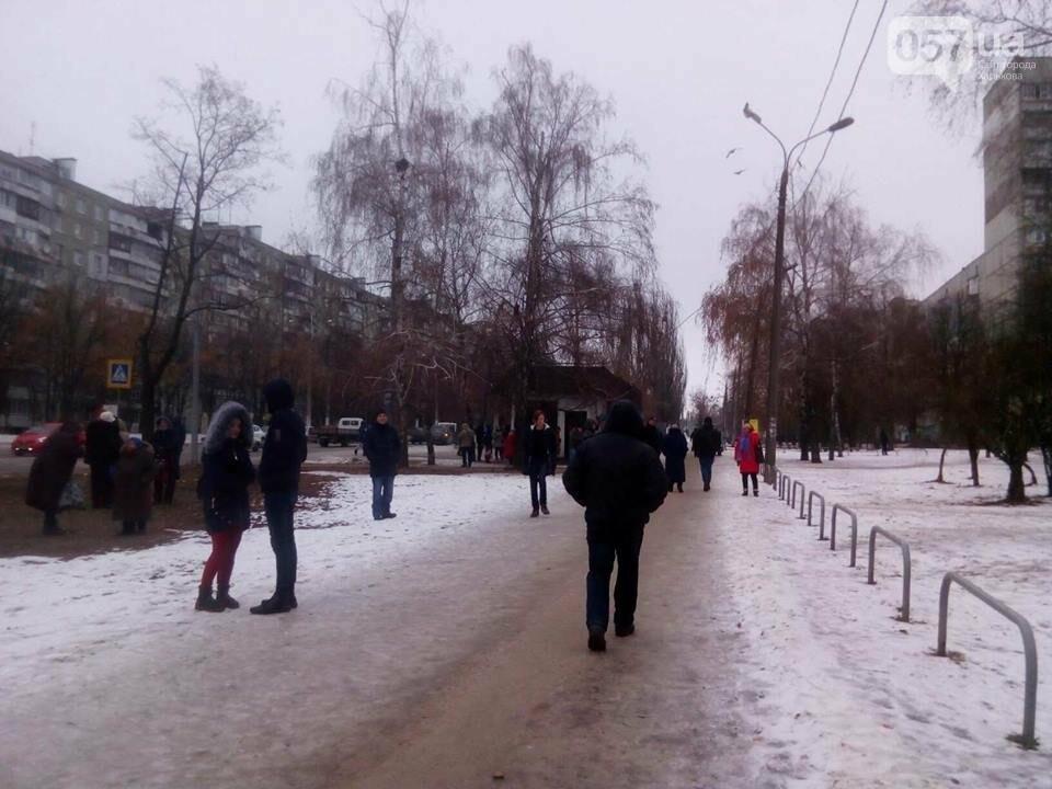 Из двух домов на Валентиновской эвакуировали людей. Что рассказали местные жители, - ФОТО, фото-5
