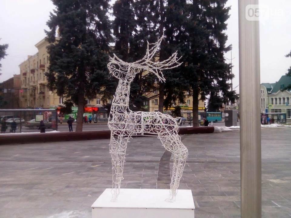 Светящиеся олени и стеклянный «подарок»: в центре Харькова устанавливают новогоднюю инсталляцию, - ФОТО, фото-5
