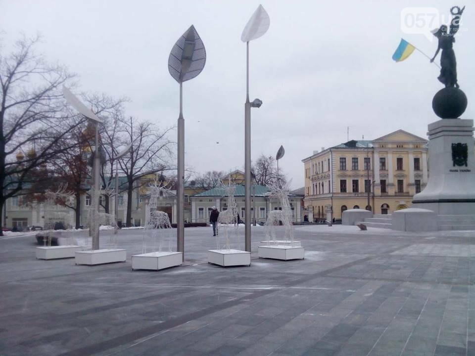 Светящиеся олени и стеклянный «подарок»: в центре Харькова устанавливают новогоднюю инсталляцию, - ФОТО, фото-8