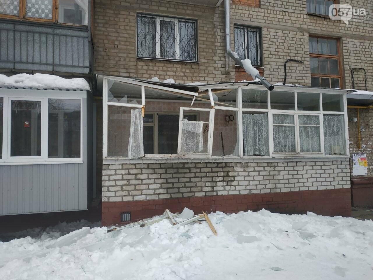 На Новых домах упавшая глыба льда разнесла балкон квартиры пенсионерки, - ФОТО, фото-3