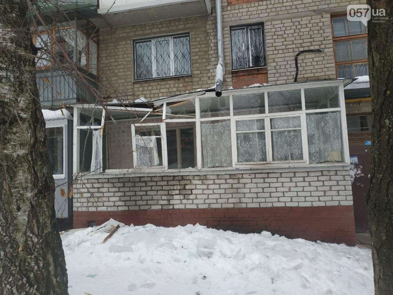 На Новых домах упавшая глыба льда разнесла балкон квартиры пенсионерки, - ФОТО, фото-2