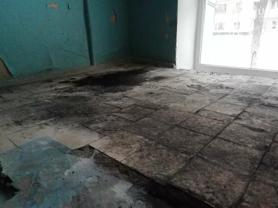 Разбили балкон и подперли дверь шиной: что рассказали жители загоревшейся пятиэтажки на Ботсаду, - ФОТО, фото-18