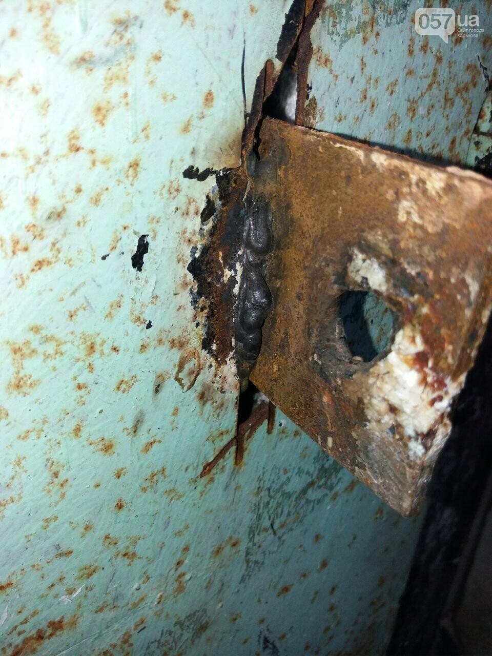 Заварили замок и замазали дверь: конфликт из-за подвала дома на Салтовке продолжается, - ФОТО, фото-4