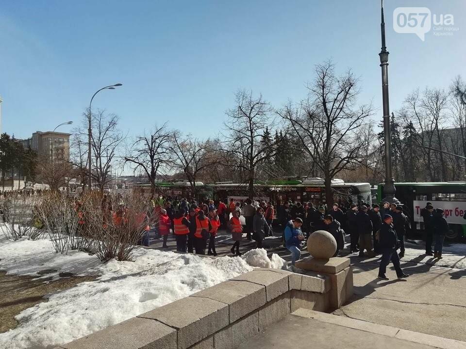 «Транспорт без политики». В Харькове проходит пикет в поддержку подорожания проезда, - ФОТО, фото-1