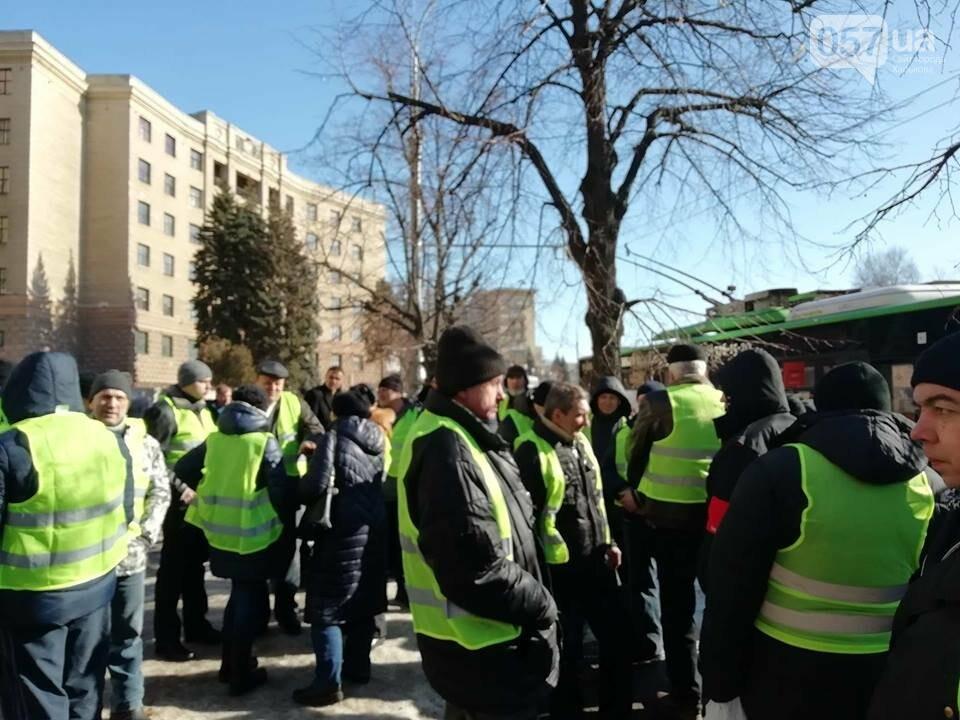 «Транспорт без политики». В Харькове проходит пикет в поддержку подорожания проезда, - ФОТО, фото-2