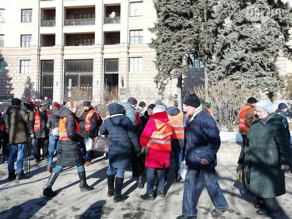 «Транспорт без политики». В Харькове проходит пикет в поддержку подорожания проезда, - ФОТО, фото-10