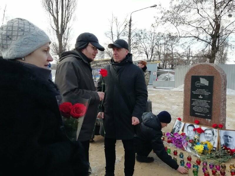 Харьковчане почтили память жертв, погибших в теракте возле Дворца спорта, - ФОТО, фото-1