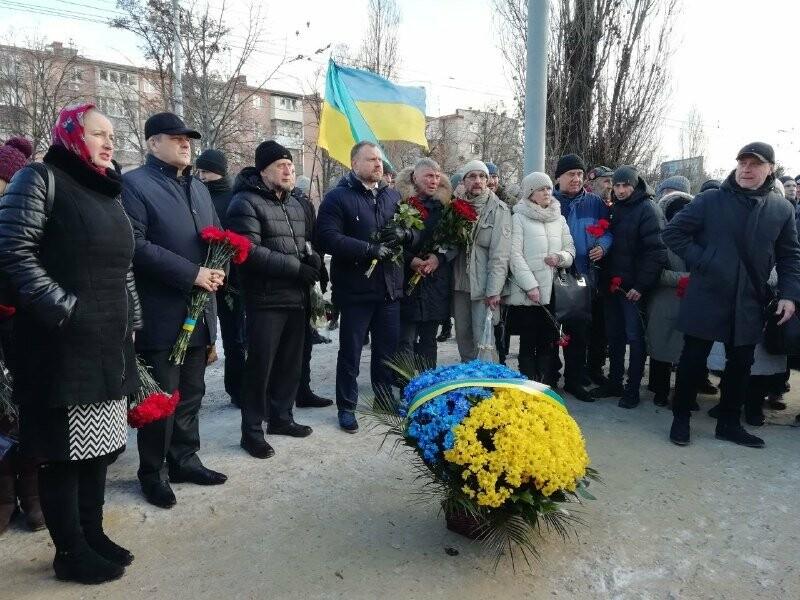 Харьковчане почтили память жертв, погибших в теракте возле Дворца спорта, - ФОТО, фото-3