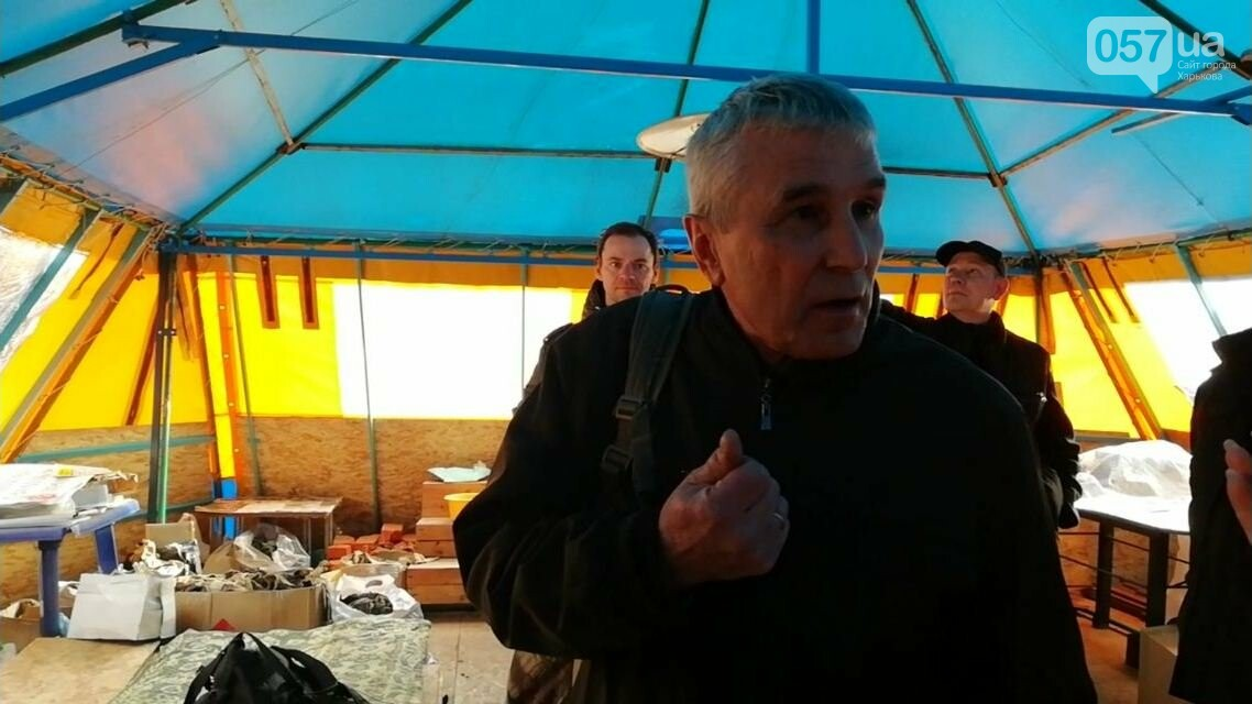 В волонтерской палатке в центре Харькова нашли листовки с политической агитацией, - ФОТО, фото-3