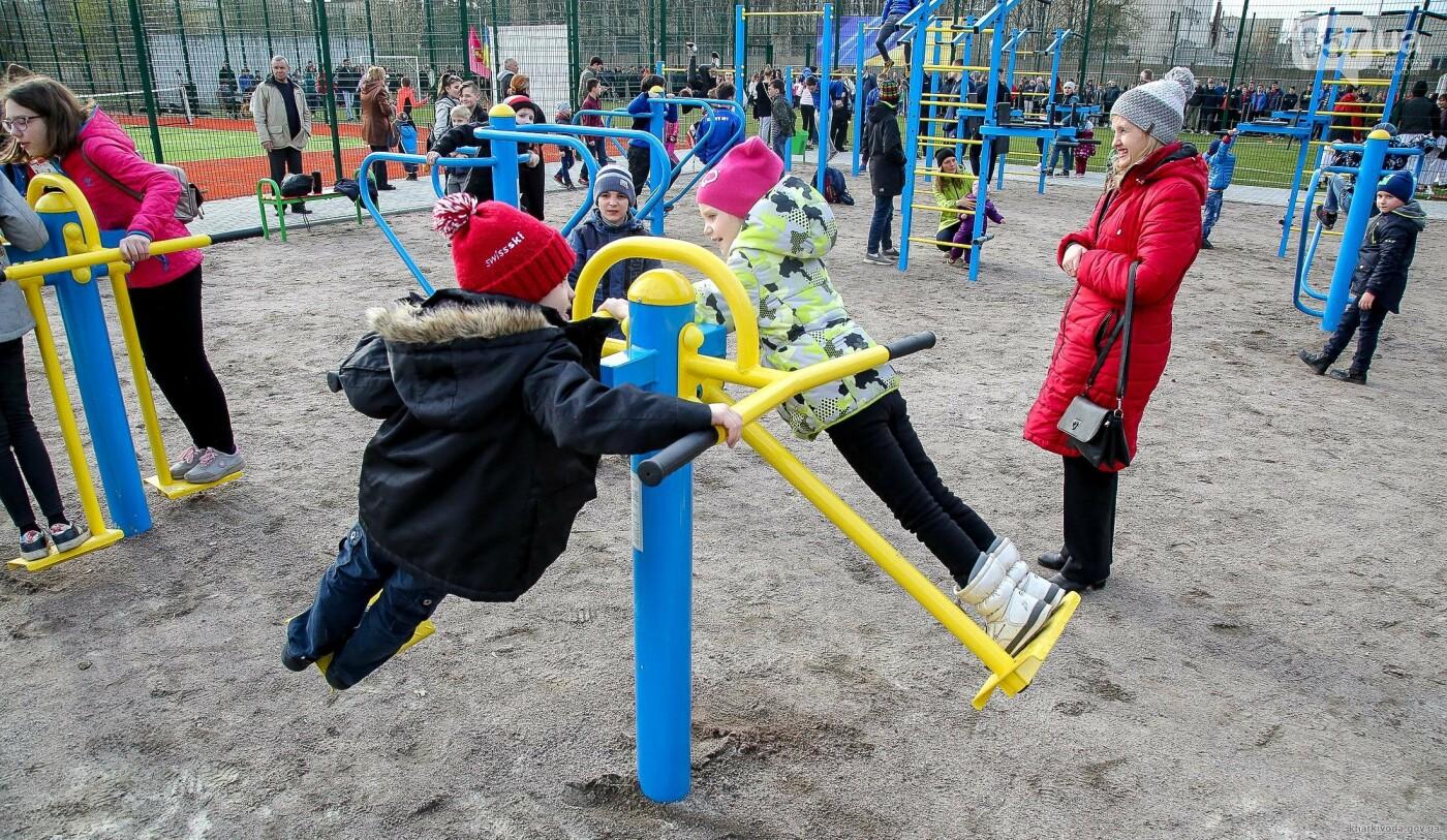 В Пятихатках открыли футбольное поле с искусственным покрытием, теннисный корт и воркаут, фото-4