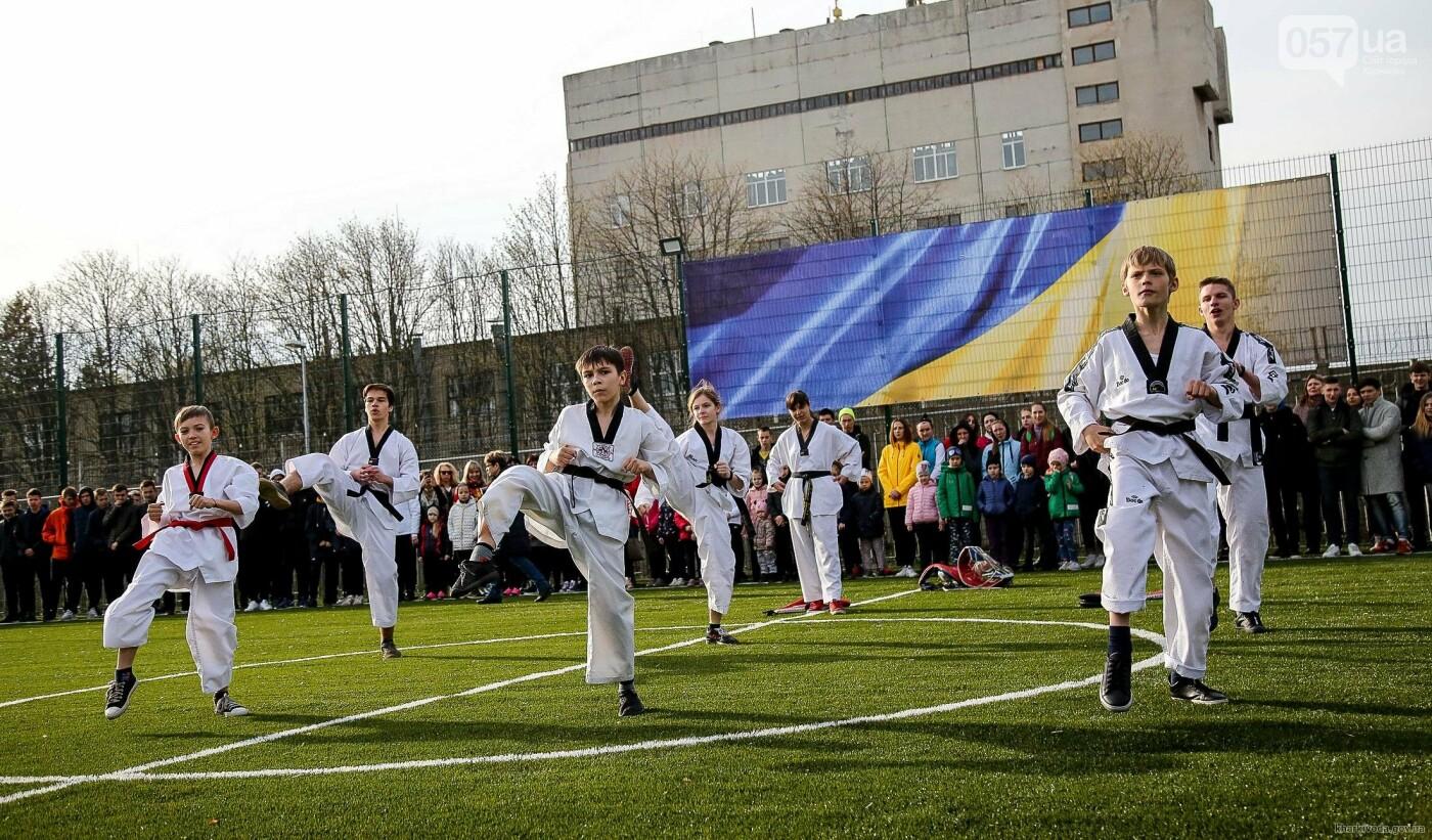 В Пятихатках открыли футбольное поле с искусственным покрытием, теннисный корт и воркаут, фото-2