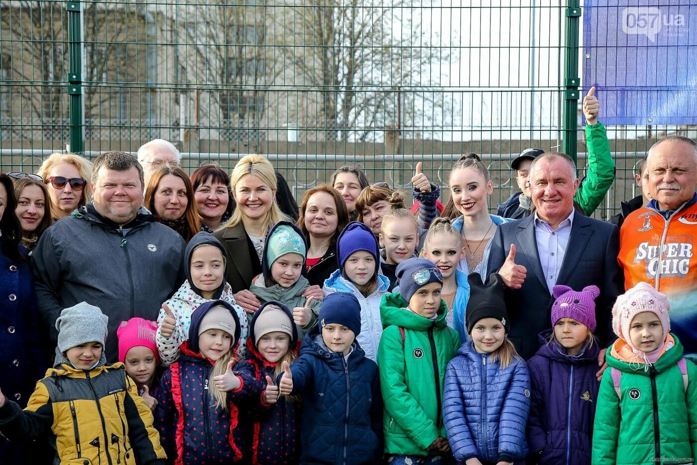 В Пятихатках открыли футбольное поле с искусственным покрытием, теннисный корт и воркаут, фото-1