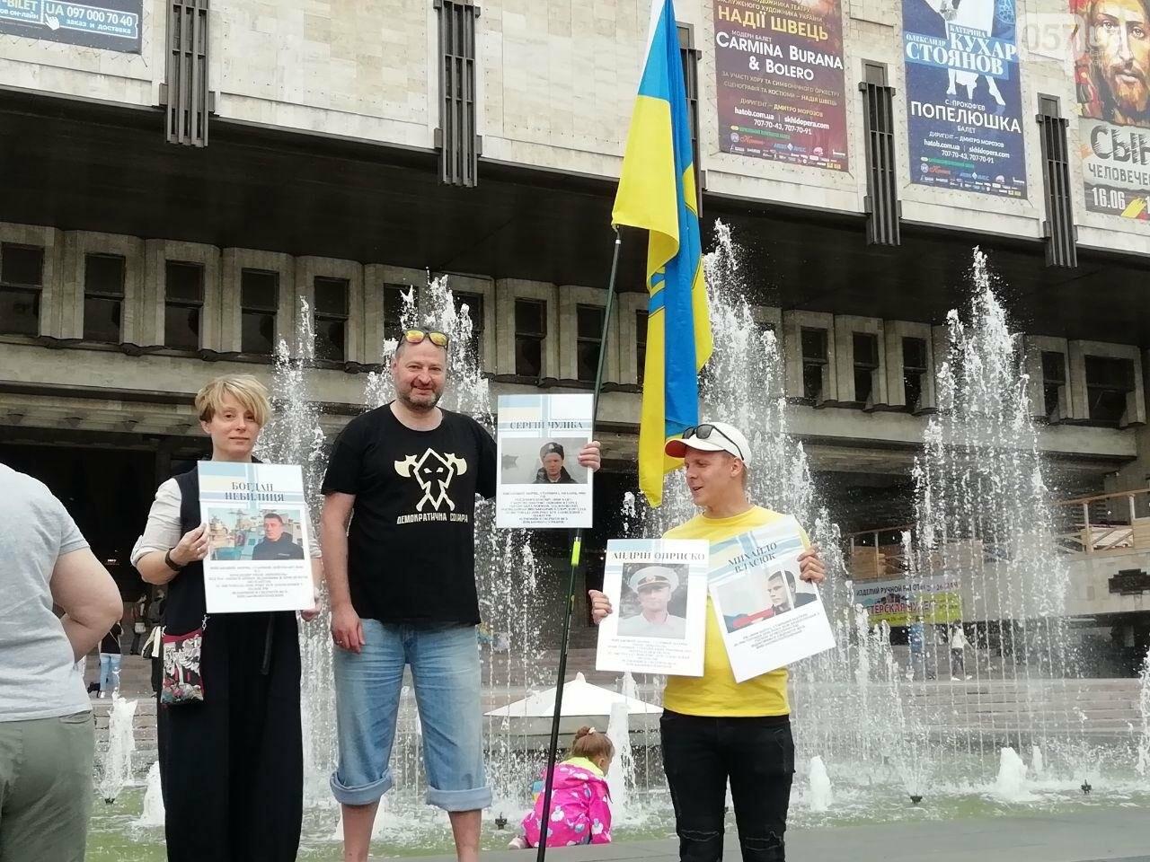 «Верните их в родную гавань»: в Харькове прошла акция в поддержку пленных украинских моряков, - ФОТО, фото-9
