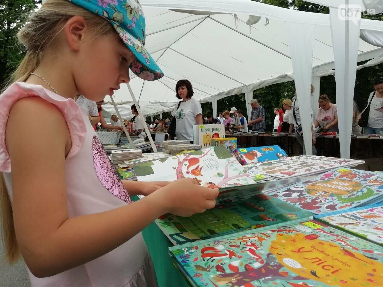 Литература для детей и взрослых: в центре Харькова проходит книжная ярмарка, - ФОТО, фото-6