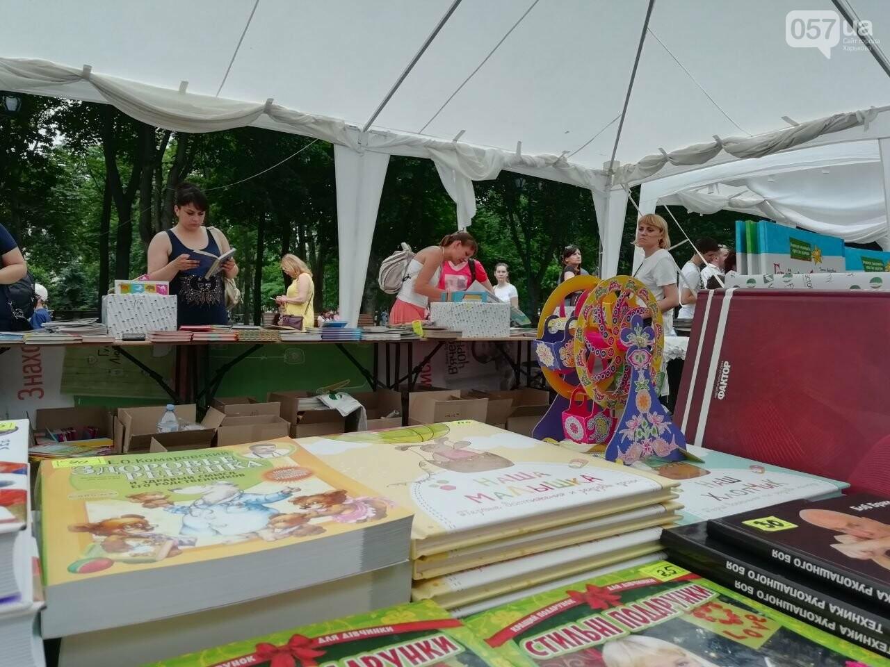 Литература для детей и взрослых: в центре Харькова проходит книжная ярмарка, - ФОТО, фото-3