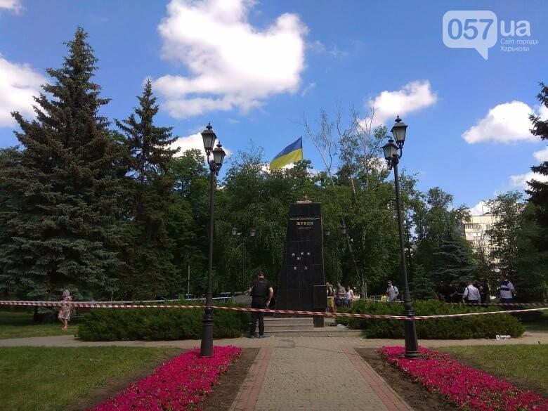 В Харькове снесли бюст маршала Жукова, - ФОТО, фото-6